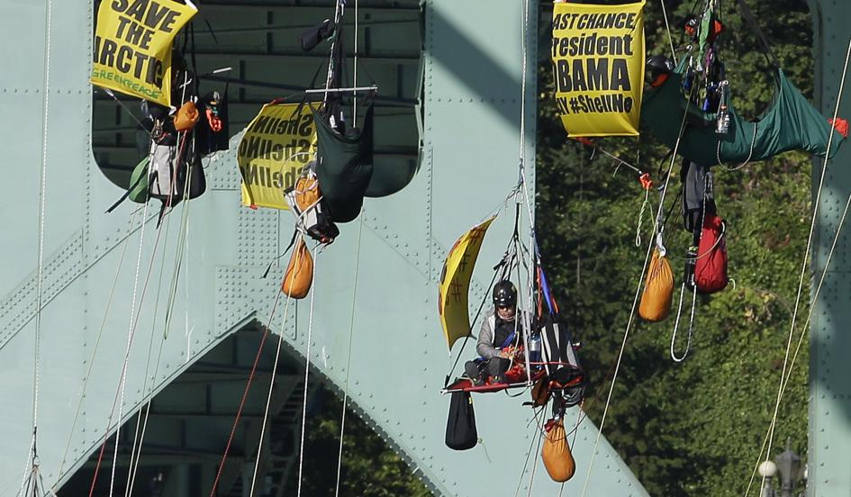 Coast Guard Moves in on Portland's Dangling Kayactivists