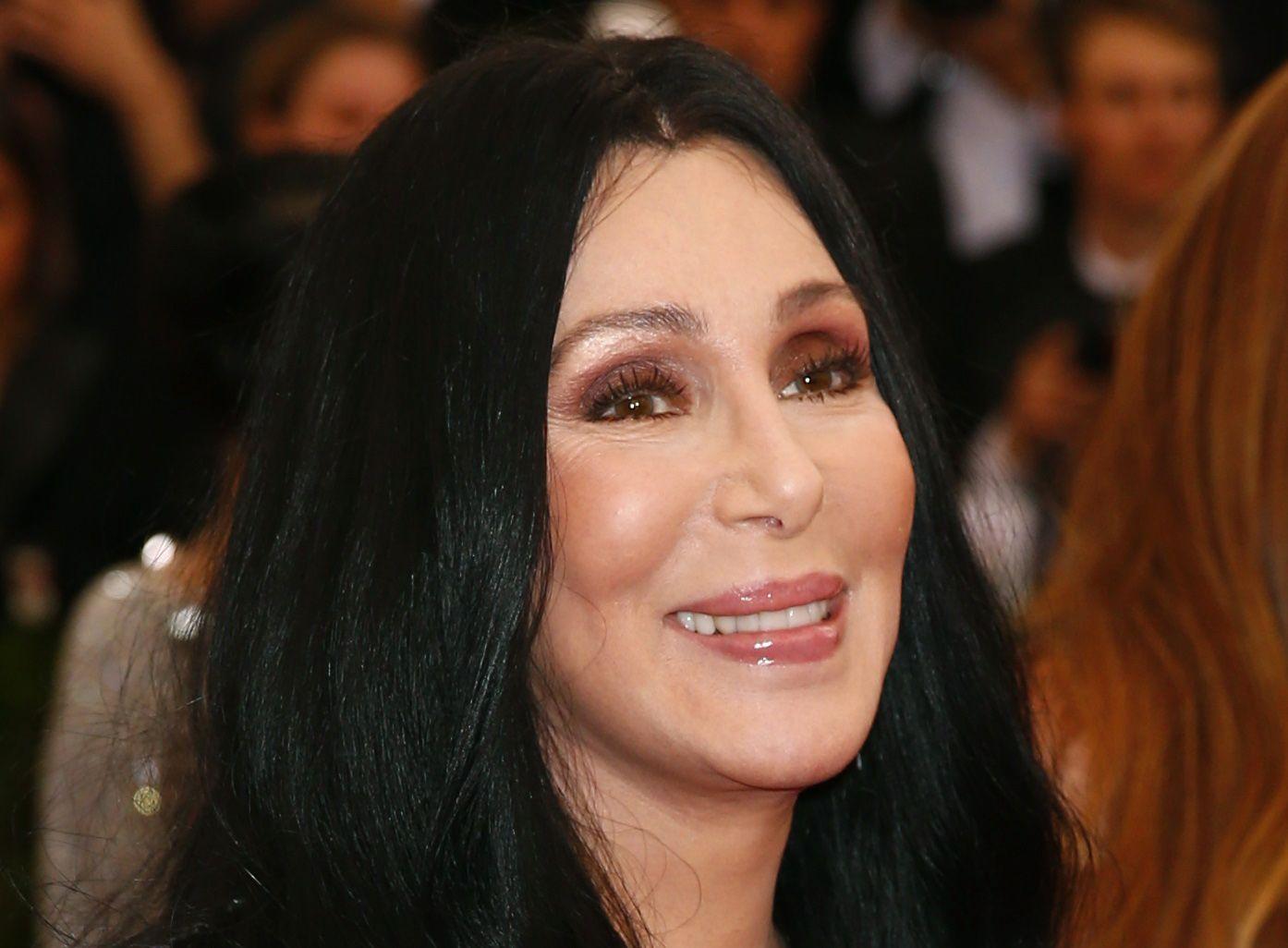 Cher Calls for Arrest and Execution of Gov. Snyder over Flint Lead Poisoning Scandal