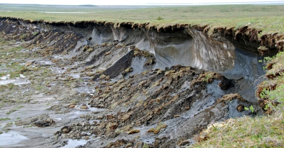 Alaska's Fast-Melting Permafrost Now Releasing More Carbon Than it Can Absorb, Worsening Climate